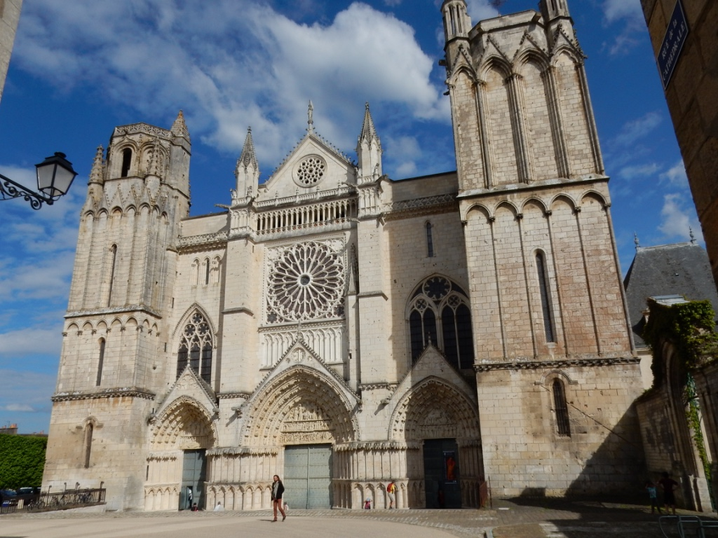 Façade de la cathédrale de Poitiers